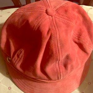 Hat suede with tag